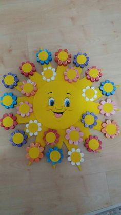 50 Spring Crafts for Kids / Preschoolers & Toddlers to make this season of new Spring Crafts For Kids, Art For Kids, Emoji Craft, Kites Craft, Bee Coloring Pages, Monkey Crafts, Weaving For Kids, Arts And Crafts, Paper Crafts