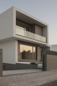 Gallery of Paulo Rolo House / Inspazo Arquitectura - 9 Architecture & Interior Design - Modern Surfaces House Front Design, Modern House Design, Minimalist Home Design, Modern House Facades, Modern Exterior, Exterior Design, Interior Modern, Luxury Interior, Contemporary Architecture