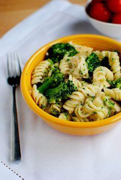 Skinny Chicken and Broccoli Alfredo | via @Ann Brincks Girl Eats