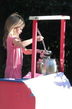 Presh! Violet Afflecks lemonade stand