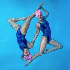 How to Float for Synchronized Swimming | iSport.com