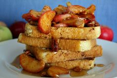 Apple Pecan French Toast || Apples, maple syrup, and pecans make the best topping for French Toast!