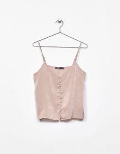 Top tirantes satén botones. Descubre ésta y muchas otras prendas en Bershka con nuevos productos cada semana
