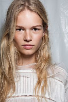 Anna Ewers // lips // model // blonde // fashion week // makeup