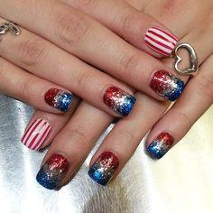 #4thofjulynails #glitternails #USA #stripenails