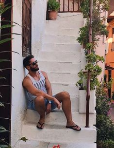 male in flip flops and barefoot photography Stylish Men, Men Casual, Men's Undies, Elegant Man, Mens Flip Flops, Photography Poses For Men, Man Bun, Mode Outfits, Guys And Girls