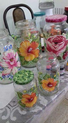 glass jar painting - Quilling Deco Home Trends Painting Glass Jars, Glass Painting Designs, Bottle Painting, Glass Art, Glass Bottle Crafts, Diy Bottle, Bottle Art, Jar Centerpieces, Vases