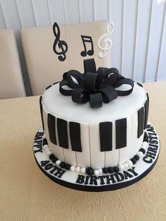 Music Birthday Cakes, Music Themed Cakes, Music Cakes, Buttercream Cake Decorating, Cake Decorating Tips, Cupcakes, Cupcake Cakes, Bolo Musical, Birhday Cake