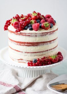 Naked red velvet cake with fruit – Cake Van Eigen Deeg – Cakes - Torten Pretty Cakes, Beautiful Cakes, Amazing Cakes, Food Cakes, Cupcake Cakes, Red Velvet Cake Decoration, Red Velvet Birthday Cake, Cake Birthday, Red Cake