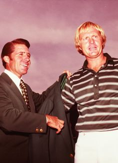 1974 Masters Champion Gary Player presents 1975 Masters Champion Jack Nicklaus with his green jacket. Lee Trevino, Sam Snead, Famous Golfers, John Daly, Augusta National Golf Club, Jackie Stewart, Rory Mcilroy, Masters Golf, Ryder Cup