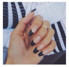Stiletto nails black tips