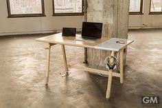 究極のミニマリストのための作業机がこれだ