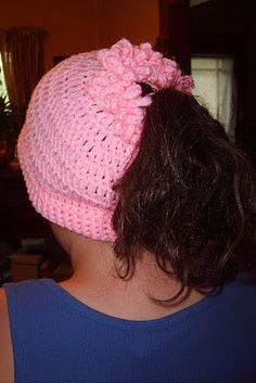 Suzies Stuff: PONYTAIL CAP ... free pattern at website
