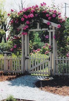 17 DIY Garden Fence Ideas to Keep Your Plants – Garten ideen Garden Gates And Fencing, Diy Garden Fence, Backyard Fences, Front Yard Landscaping, Landscaping Ideas, Easy Garden, Small Garden Gates, Garden Archway, Garden Ideas Near Fence