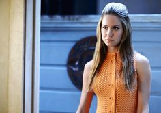 Inherent Vice Katherine Waterston,  the 60's groovy look suits her well..