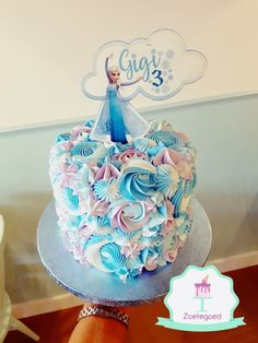 Frozen Disney Elsa Cake with diffrent piping techniques and edible graphics Bolo Frozen, Disney Frozen Cake, Frozen Cupcakes, Disney Frozen Birthday, Frozen Party Cake, Elsa Birthday Cake, Frozen Themed Birthday Cake, Frozen Themed Birthday Party, Themed Cakes
