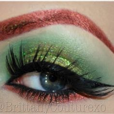 Combine bright green and red pigments together to create an exotic and vivid eye look.
