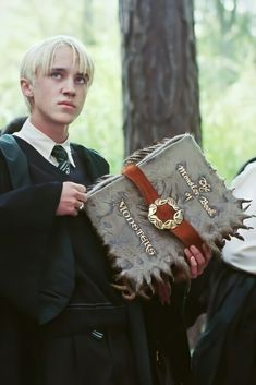 Estilo Harry Potter, Harry Potter Ron Weasley, Mundo Harry Potter, Harry Potter Pictures, Harry Potter Characters, Hermione Granger, Harry Potter Monster Book, Tom Felton, Hogwarts