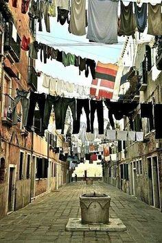 Napoles, Italia averigua en www.turinco.co/ empieza en Tierra Santa, termina en Italia WOWW! #turinco