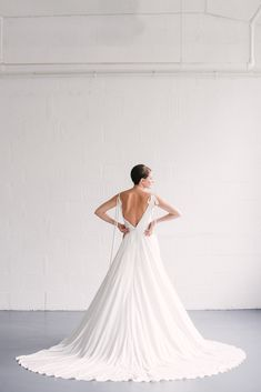 Win Your Wedding Dress From Naomi Neoh Worth - Pearl by Naomi Neoh Wedding Garter, Backless Wedding, Iconic Dresses, Wedding Dress Boutiques, Pearl Dress, Minimalist Dresses, Gowns Of Elegance, Boutique Dresses, Bridal Style