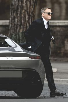 All the pretty things aston martin, stile james bond, cose da uomo, vestiti Daniel Craig James Bond, Daniel Craig Spectre, Craig Bond, Daniel Craig Style, Rachel Weisz, Style James Bond, Daniel Graig, Modern Mens Fashion, Look Formal