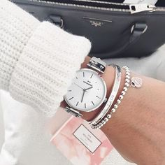 Are watches a good financial investment? Top Tips and Guidelines For Buying Watches - Best Wristwatches Trendy Watches, Cool Watches, Nixon Watches, Fashion Accessories, Fashion Jewelry, Fashion Earrings, Beautiful Watches, Watch Brands, Luxury Watches