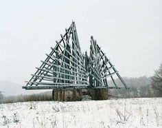 Détranges monuments en Yougoslavie Jan Kempenaers Monument Yougoslavie Sovietique 05 photographie art architecture