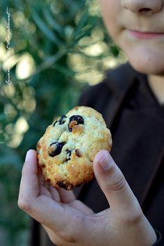 Les cookies, un grand classique à la maison pour le goûter ... Ingrédients : 175g de farine 125g de beurre demi-sel mou 30g de sucre en poudre 70g de sucre roux 100g de pépites de chocolat blanc 50g de cranberries séchées 1càc de levure chimique 1 œuf...