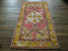 "Huntt Rugs  http://www.hunttrugs.com/vintage-turkish-rugs/vintage-turkish-rug-2647  Vintage Turkish Rug 2'6""x4'7"" #vintagerug #persianrug #antiquerug #distressedrug #homedecor #interiordesign #decor #hunttrugs"
