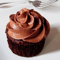 Chocolate Cupcake with Nutella Cloud Frosting Nutella Frosting, Cupcake Frosting, Cupcake Cakes, Cloud Frosting, Cup Cakes, Nutella Recipes, Cookie Recipes, Burritos, Cake Toppings