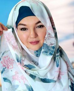 White pink teal chiffon hijab perfect for summer Muslim hijab cover modest fashion Hard Working Women, Working Woman, Print Chiffon, Chiffon Fabric, Modest Fashion, Hijab Fashion, Chiffon Shawl, Teal Blue, Pink