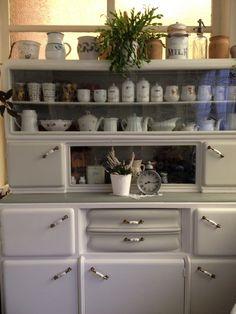 Szülői örökség. Kredenc újrafestve. Vintage konyhaszekrény.