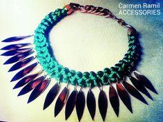 Collar folk de Carmen Ramil con hojas de metal