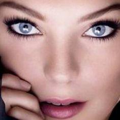Best Eyeshadow for Blue Eyes: List of Eyeshadow Tips