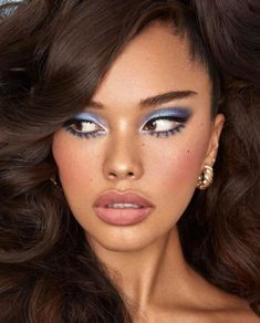 42 Beautiful wedding make-up for your big day Blue Makeup Looks, Pretty Makeup, Crazy Makeup, Simple Makeup, Makeup Tips, Beauty Makeup, Hair Beauty, Makeup Ideas, Beauty Style