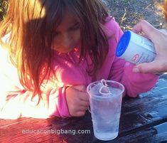 pesca cubitos de hielo con una cuerda y sal