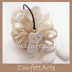Bomboniera decorata con cuore in ceramica avorio.