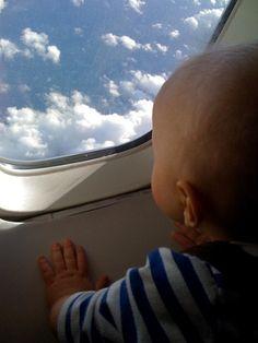 In #aereo con #bambini piccoli - http://www.amando.it/mamma/neonato-bambini-piccoli/aereo-bambini-piccoli.html