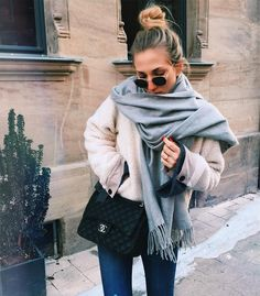 Beautiful outfit idea to copy ♥ For more inspiration join our group Amazing Things ♥ You might also like these related products: - Sweaters ->. Fall Winter Outfits, Autumn Winter Fashion, Fall Fashion, Autumn Style, 90s Fashion, Street Fashion, Fashion Women, Winter Stil, Casual Outfits
