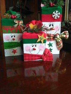 Decorative Christmas boxes Christmas Food Gifts, Handmade Christmas Gifts, Christmas Gift Wrapping, Christmas Snowman, Rustic Christmas, Christmas Time, Christmas Ornaments, Christmas Boxes, Snowman Decorations