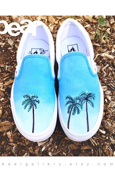 Let me paint you something! Here are some custom hand painted Vans shoes with iconic California palm trees and blue sky. Perfect gift for someone who loves California. *The artwork will never come off Painted Canvas Shoes, Custom Painted Shoes, Painted Sneakers, Painted Vans, Hand Painted Shoes, Vans Sneakers, Women's Converse, Vans Footwear, Nike Sb
