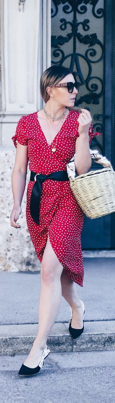 Sommer Streetstyle, Must-have Kleid im Sommer, Wickelkleid mit Print kombinieren, Dior Jadior Pumps, Birkin Basket, Realisation Par Dupe, Lookalike Kleid, Fashion Blog, Modeblog, Outfit Blog, Style Blog, www.whoismocca.com