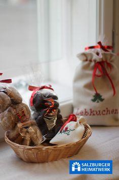 Salzburger Heimatwerk. Bei uns findest Du Lebkuchen, Kekse und Schokolade von der Confisserie Hochleitner aus Tamsweg. Decor, Schnapps, Chocolate, Christmas, Decoration, Decorating, Deco