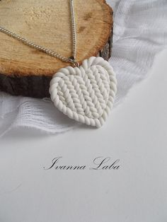 Winterliche Kette mit gestricktem Anhänger, Kette mit Herz / heart shaped necklace with knitted heart made by FloralModelling via DaWanda.com