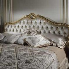 Classic bedroom style Maggioliniwith carved furniture and carved and gilded bed Classic Furniture, Luxury Furniture, Classic Bedroom Decor, Where To Buy Bedding, Bed Sets For Sale, Best Bedding Sets, Headboards For Beds, Luxurious Bedrooms, Luxury Bedrooms