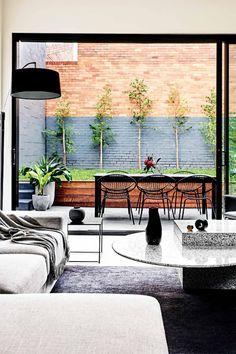 Modern familiehuis met gitzwarte accenten