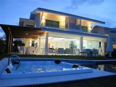 Praia do Forte - Casa No Condomínio Piscinas Naturais  Veja mais aqui - http://www.imoveisbrasilbahia.com.br/praia-do-forte-casa-no-condominio-piscinas-naturais-a-venda  Próxima a Vila de Praia do Forte e acesso direto à Praia do Lord.