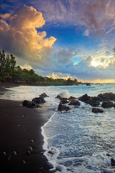 ✮ Dramatic sunrise over Hana Bay on the northeast coast of Maui, Hawaii, in the town of Hana
