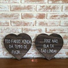 Placa painel em formato de coração para casamentos e festas. Muito bacana para pajens e daminhas.