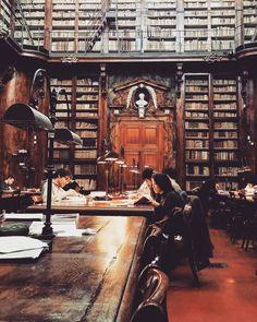 Biblioteca Marucelliana, Florence, Italy | http://writersrelief.com